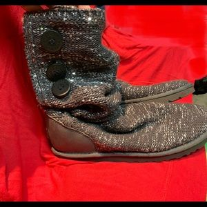 UGG boots gray/silver knit w buttons size 9